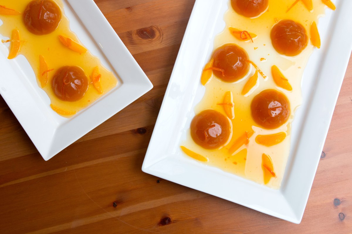CITRUS AND HONEY TEA JELLY WITH ORANGE SYRUP AND SEGMENTED ORANGES